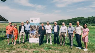 engbers Gruppenbild mit Rollup MoorFutures Besuch 25.06.2019.jpg